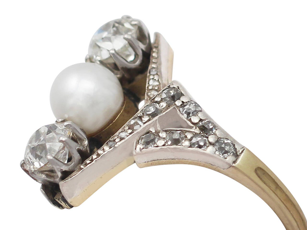 1900s Antique 1.15 Carat Diamond and Pearl Yellow Gold Cocktail Ring In Excellent Condition For Sale In Jesmond, Newcastle Upon Tyne