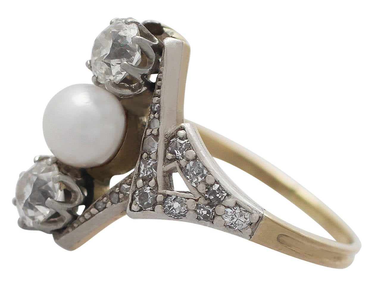 Women's 1900s Antique 1.15 Carat Diamond and Pearl Yellow Gold Cocktail Ring For Sale