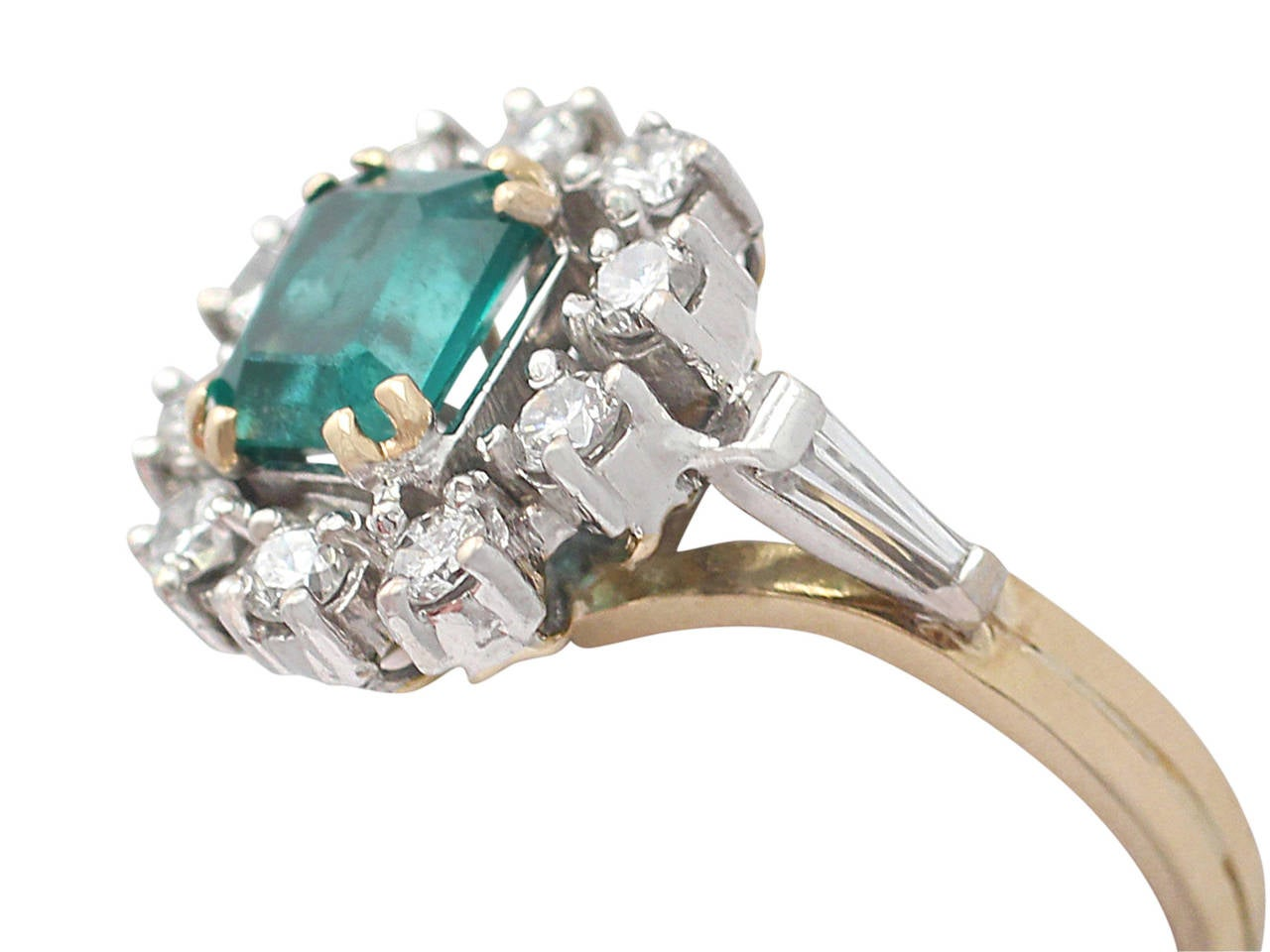 0.84Ct Emerald and 0.50Ct Diamond, 18k Yellow Gold Cluster Ring, Vintage In Excellent Condition For Sale In Jesmond, Newcastle Upon Tyne
