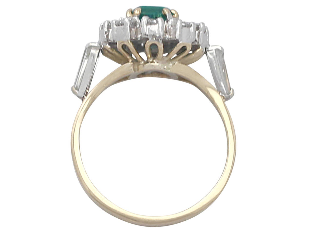 0.84Ct Emerald and 0.50Ct Diamond, 18k Yellow Gold Cluster Ring, Vintage For Sale 1