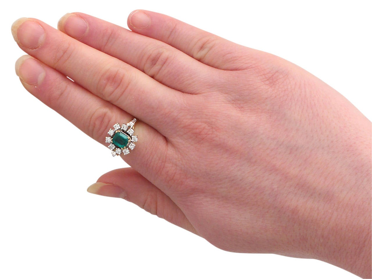 0.84Ct Emerald and 0.50Ct Diamond, 18k Yellow Gold Cluster Ring, Vintage For Sale 3