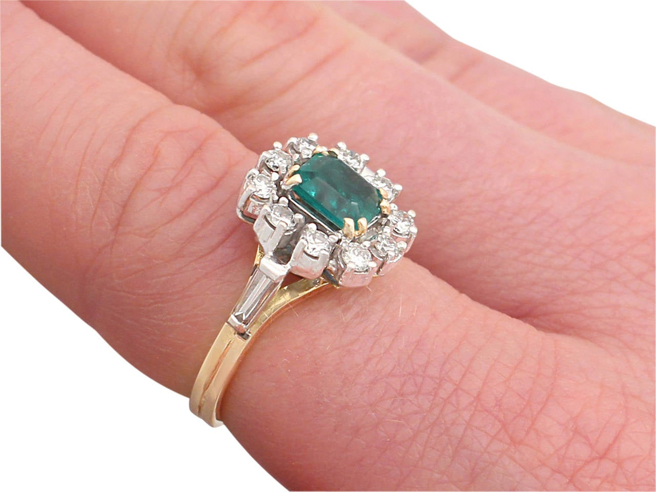 0.84Ct Emerald and 0.50Ct Diamond, 18k Yellow Gold Cluster Ring, Vintage For Sale 4