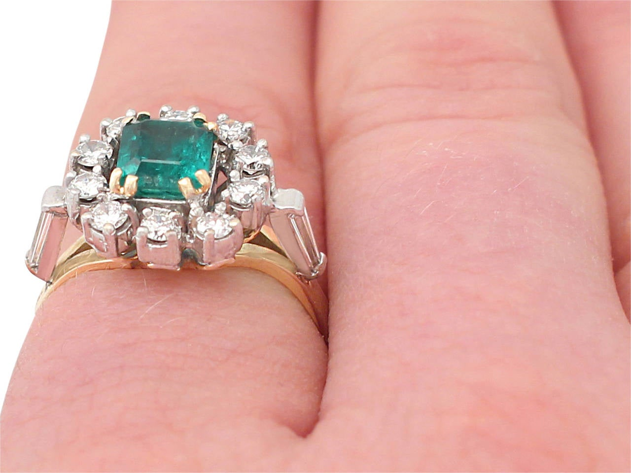 0.84Ct Emerald and 0.50Ct Diamond, 18k Yellow Gold Cluster Ring, Vintage For Sale 5