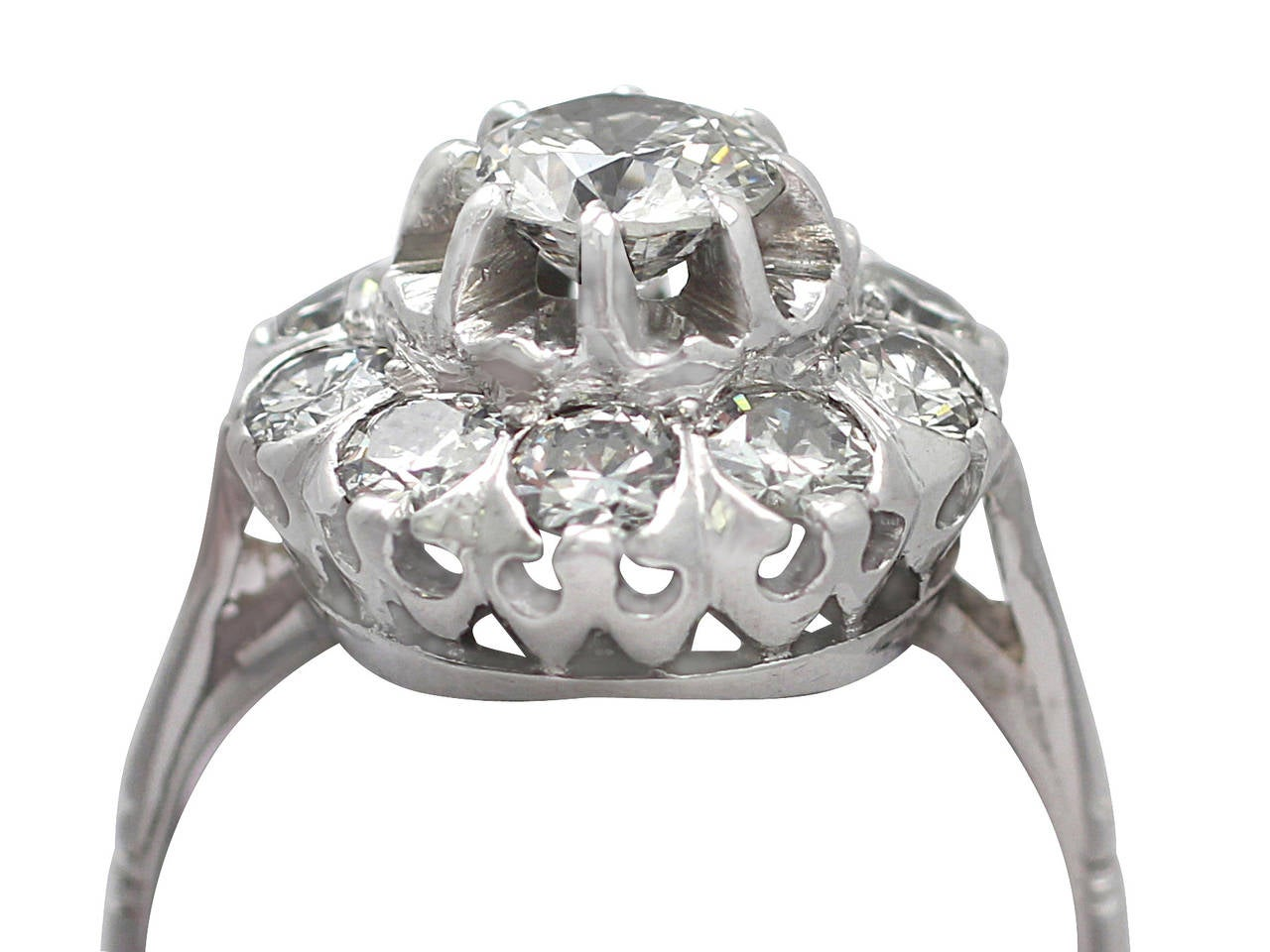 1.35Ct Diamond and 18k White Gold Cluster Ring - Vintage Circa 1950 In Excellent Condition For Sale In Jesmond, GB