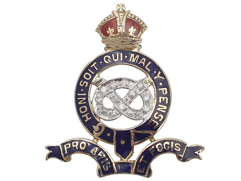 0.14Ct Diamond & Enamel, 18k Yellow Gold Regimental Pin Brooch - Vintage In Excellent Condition For Sale In Jesmond, GB