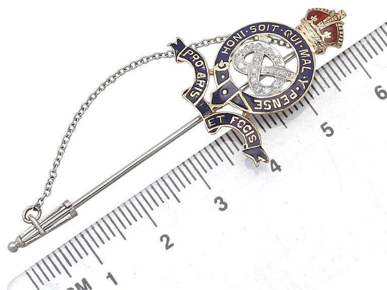 0.14Ct Diamond & Enamel, 18k Yellow Gold Regimental Pin Brooch - Vintage For Sale 4