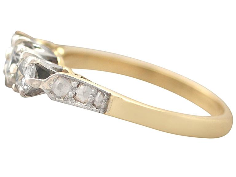 0.68 Ct Diamond and 18k Yellow Gold, Platinum Set Trilogy Ring - Vintage  In Excellent Condition For Sale In Jesmond, Newcastle Upon Tyne