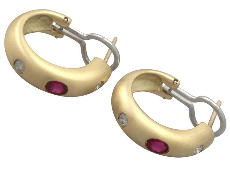 1.05Ct Ruby & 0.44Ct Diamond, 18k Yellow Gold Earring & Brooch Set - Vintage In Excellent Condition For Sale In Jesmond, GB