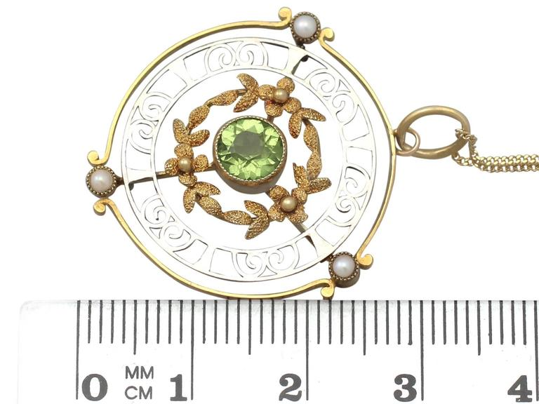 0.85Ct Peridot & Pearl, 15k Yellow Gold & 15k White Gold Pendant - Antique For Sale 2