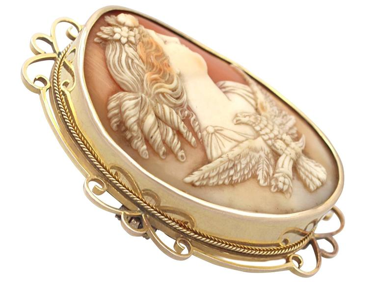 A stunning, fine and impressive Victorian 15 karat yellow gold, carved shell cameo brooch; part of our diverse antique jewelry and estate jewelry collections  This stunning carved shell cameo brooch has been crafted in 15k yellow gold.  The finely