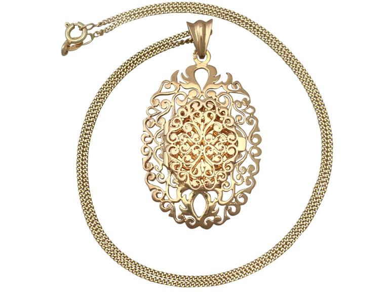 18k Yellow Gold Locket - Vintage Circa 1960 2