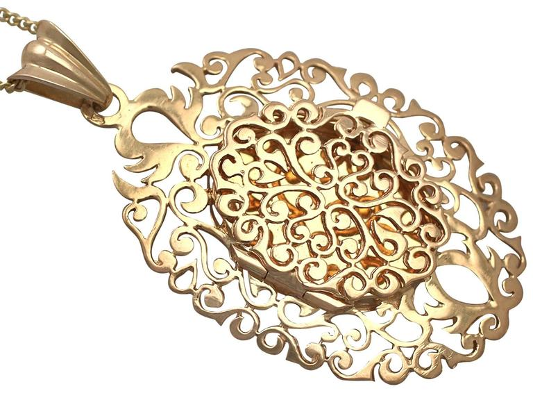 18k Yellow Gold Locket - Vintage Circa 1960 3
