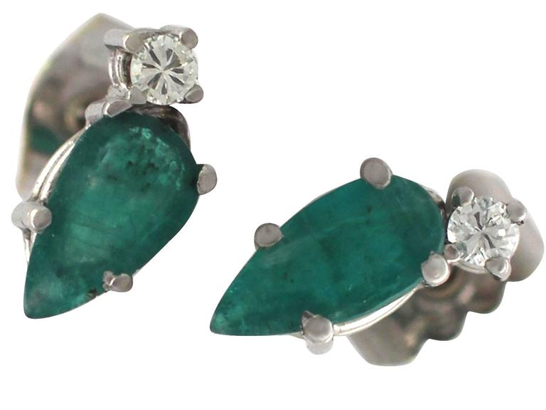1.04Ct Emerald & 0.05Ct Diamond, 18k White Gold Stud Earrings - Vintage In Excellent Condition For Sale In Jesmond, Newcastle Upon Tyne