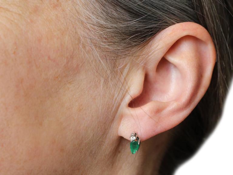 1.04Ct Emerald & 0.05Ct Diamond, 18k White Gold Stud Earrings - Vintage 9