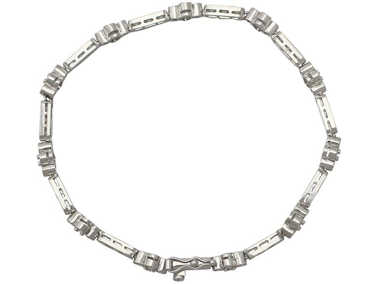1990s 3.30 ct Diamond and 18k White Gold Bracelet In Excellent Condition For Sale In Jesmond, GB