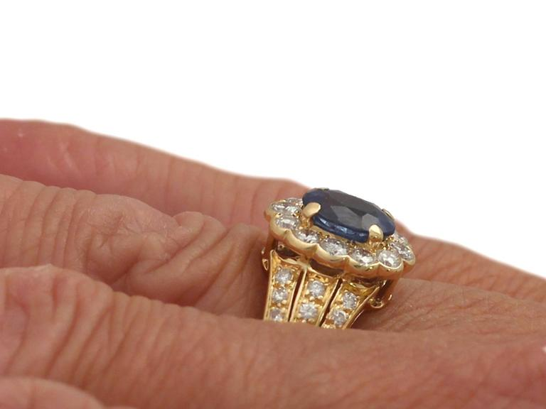 1980s 1.50 Carat Sapphire and Diamond Yellow Gold Cocktail Ring For Sale 3