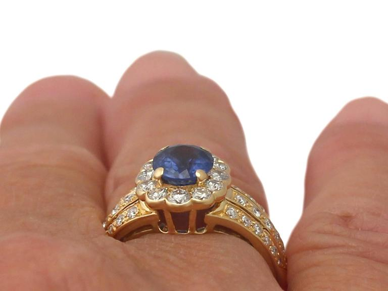 1980s 1.50 Carat Sapphire and Diamond Yellow Gold Cocktail Ring For Sale 4