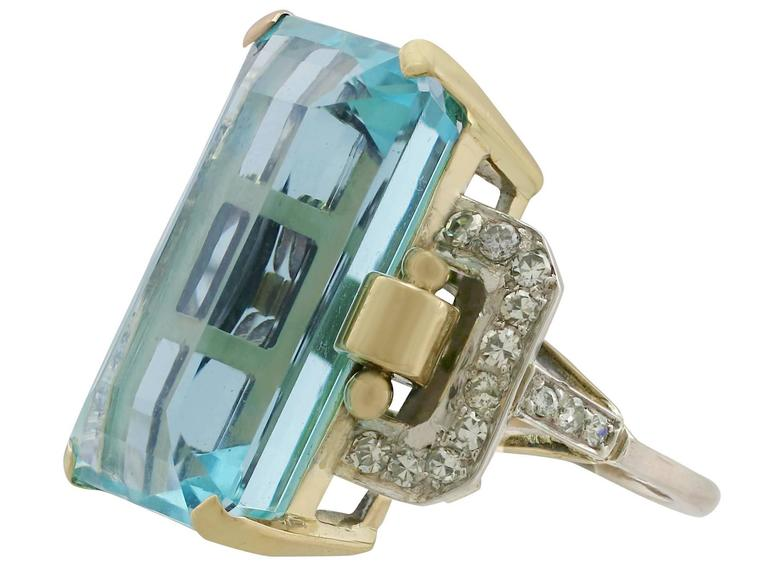 1950s 28.80 Carat Aquamarine and Diamond Yellow and White Gold Cocktail Ring In Excellent Condition For Sale In Jesmond, Newcastle Upon Tyne