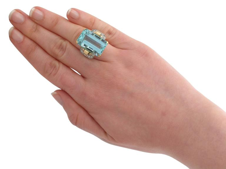 1950s 28.80 Carat Aquamarine and Diamond Yellow and White Gold Cocktail Ring For Sale 2