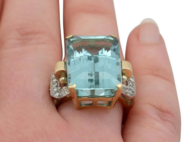 1950s 28.80 Carat Aquamarine and Diamond Yellow and White Gold Cocktail Ring For Sale 4