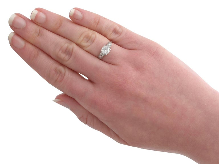 1940s 1.09 Carat Diamond and Platinum Solitaire Ring For Sale 3