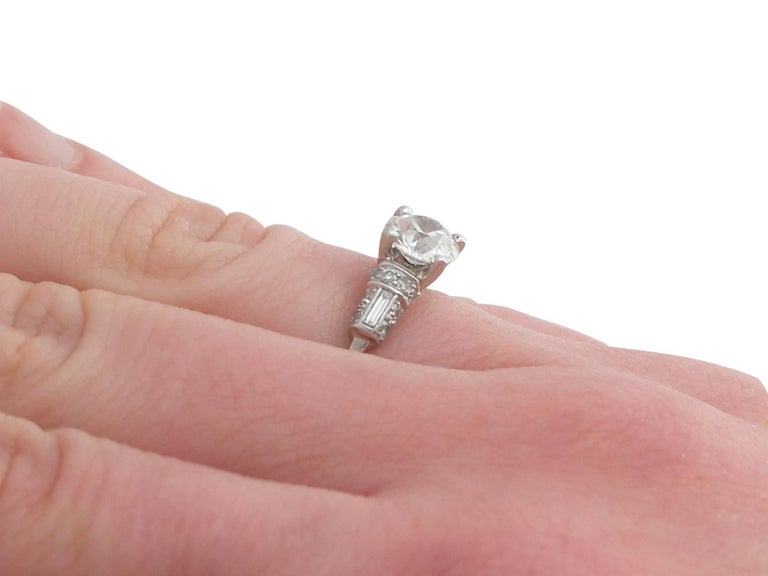 1940s 1.09 Carat Diamond and Platinum Solitaire Ring For Sale 4