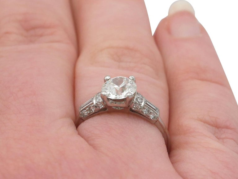 1940s 1.09 Carat Diamond and Platinum Solitaire Ring For Sale 5