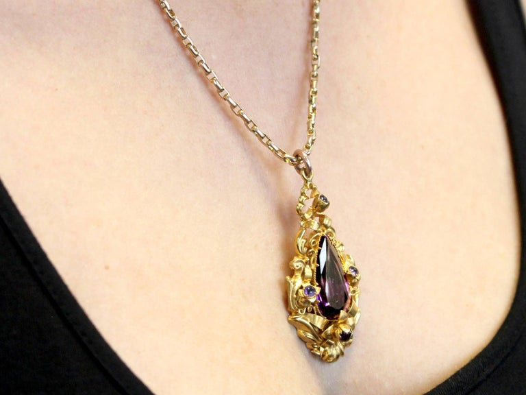 1880s Antique 13.30 Carat Amethyst and Yellow Gold Pendant For Sale 5
