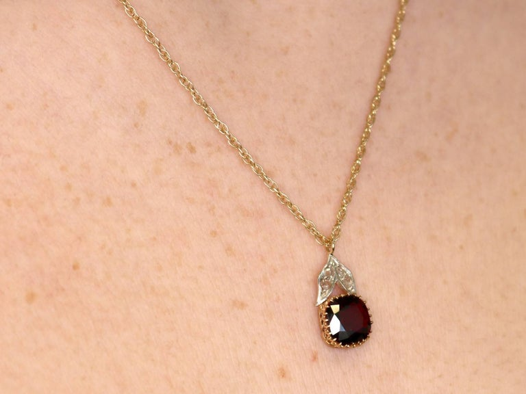 Victorian 2.38 Carat Garnet 0.09 Carat Diamond 9 Karat Yellow Gold Pendant For Sale 5