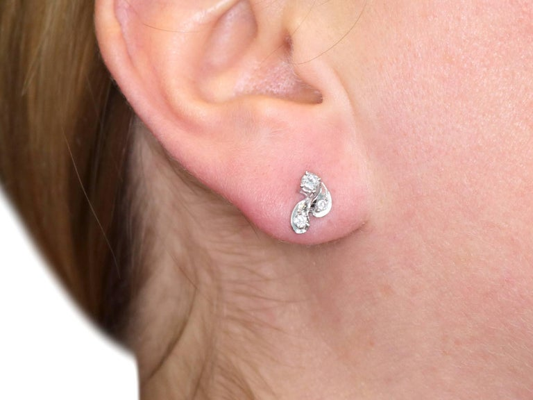 1970s Diamond and 18 Karat White Gold Stud Earrings For Sale 5