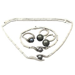 Contemporary Black Pearl and Diamond Gold Jewelry Set