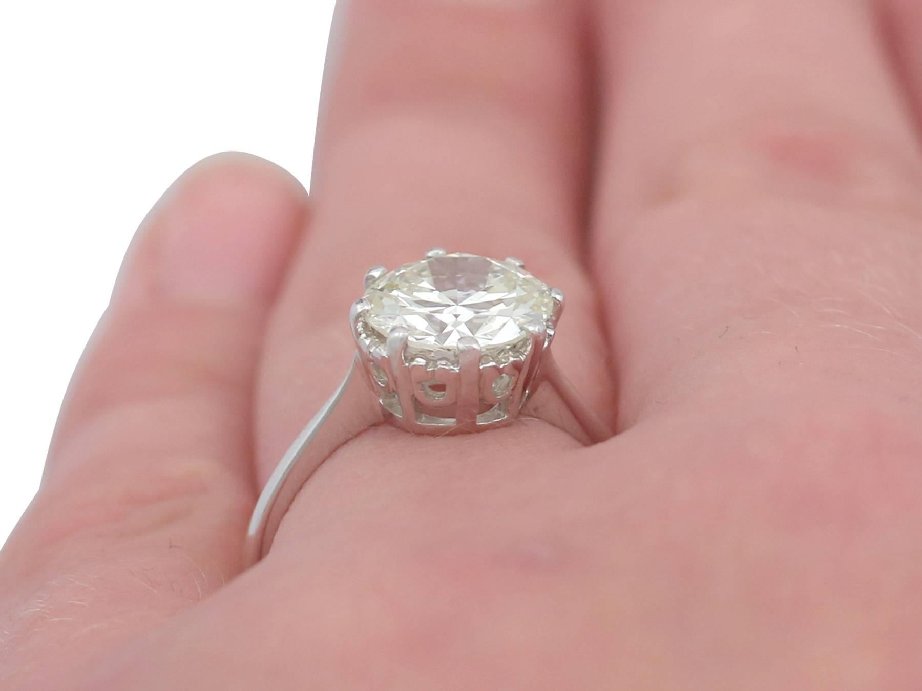 1940s 2.01 Carat Diamond and Platinum Solitaire Ring For Sale at 1stdibs