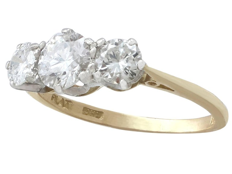 1.27Ct Diamond and Yellow Gold Trilogy Ring - Vintage 1964 In Excellent Condition For Sale In Jesmond, Newcastle Upon Tyne