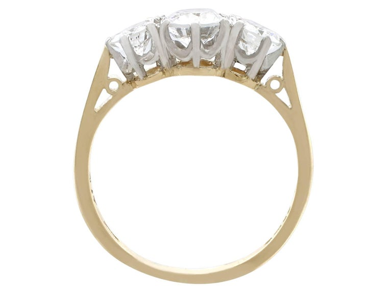1.27Ct Diamond and Yellow Gold Trilogy Ring - Vintage 1964 For Sale 1
