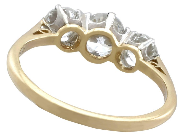 Women's 1.27Ct Diamond and Yellow Gold Trilogy Ring - Vintage 1964 For Sale