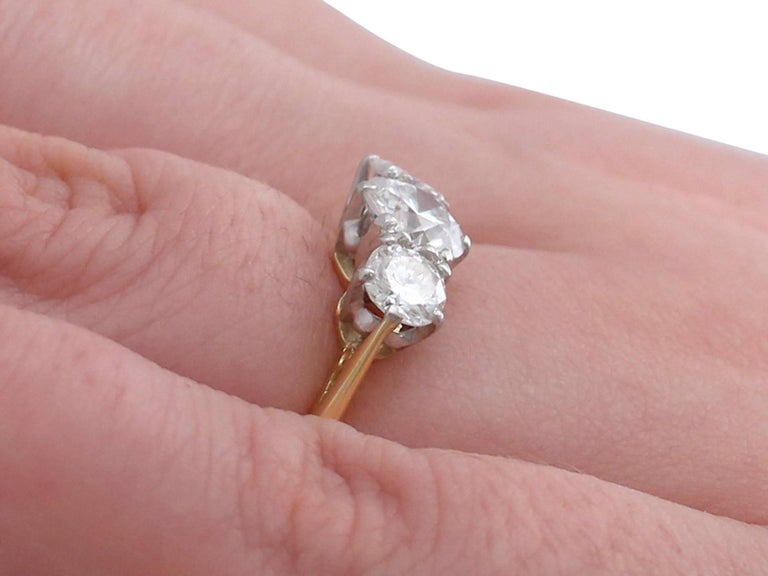 1.27Ct Diamond and Yellow Gold Trilogy Ring - Vintage 1964 For Sale 3
