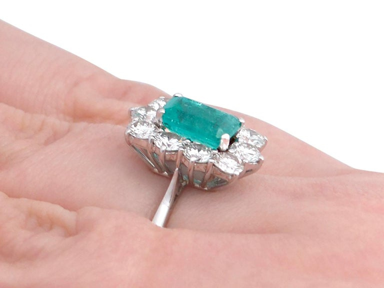1.57Ct Emerald & 1.72Ct Diamond, 18k White Gold and Cluster Ring - Vintage For Sale 4