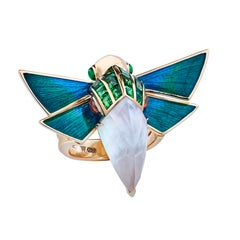 Jitterbug Cuckoo Bee 18 Karat Yellow Gold and White Mother of Pearl Ring