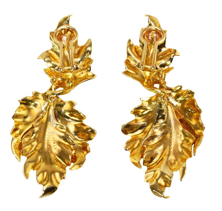 Buccellati Gold Leaf Pendant Earclips In Excellent Condition For Sale In Atlanta, GA