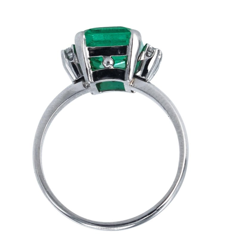 Women's or Men's AGL Certified 2.76 Carat Colombian Emerald and Diamond Ring For Sale
