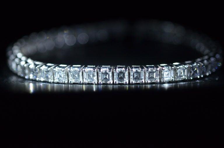 Women's or Men's Outstanding Square Emerald Cut Diamond Bracelet 'Carre Cut' in Platinum For Sale