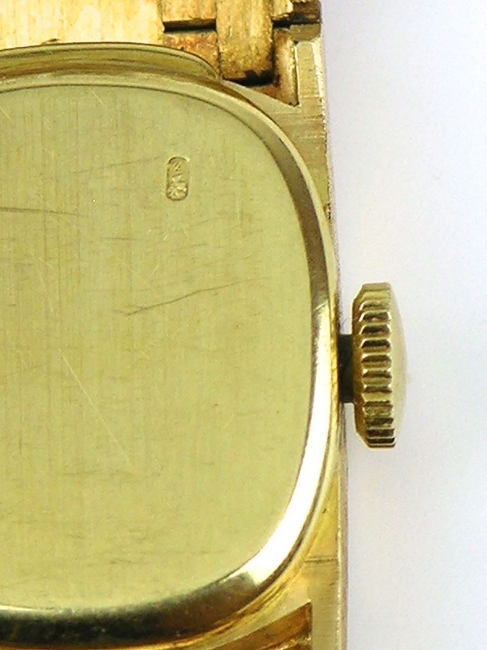 how to place elastic band over watch to protect