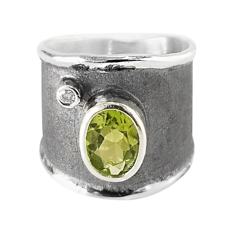 Yianni Creations 1.35 Carat Peridot and Diamond Fine Silver and Rhodium Ring For Sale