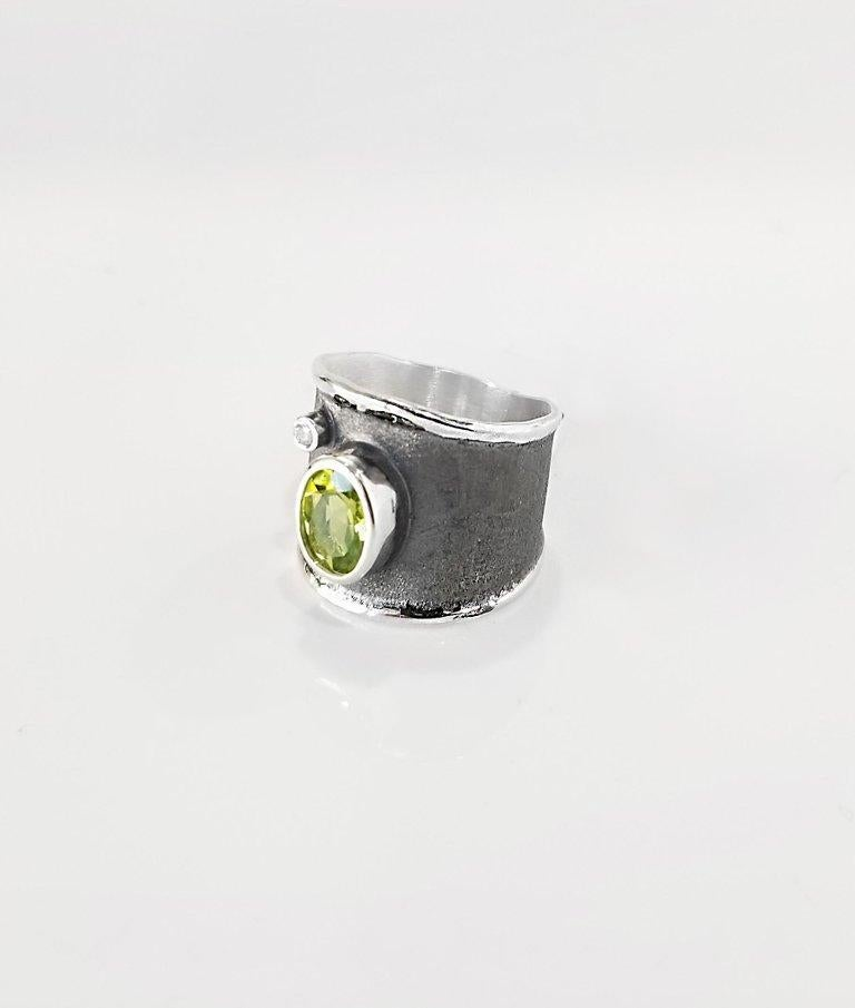 Yianni Creations 1.35 Carat Peridot and Diamond Fine Silver and Rhodium Ring In New Condition For Sale In Astoria, NY