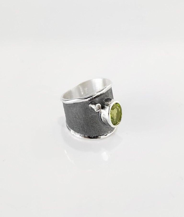 Women's Yianni Creations 1.35 Carat Peridot and Diamond Fine Silver and Rhodium Ring For Sale