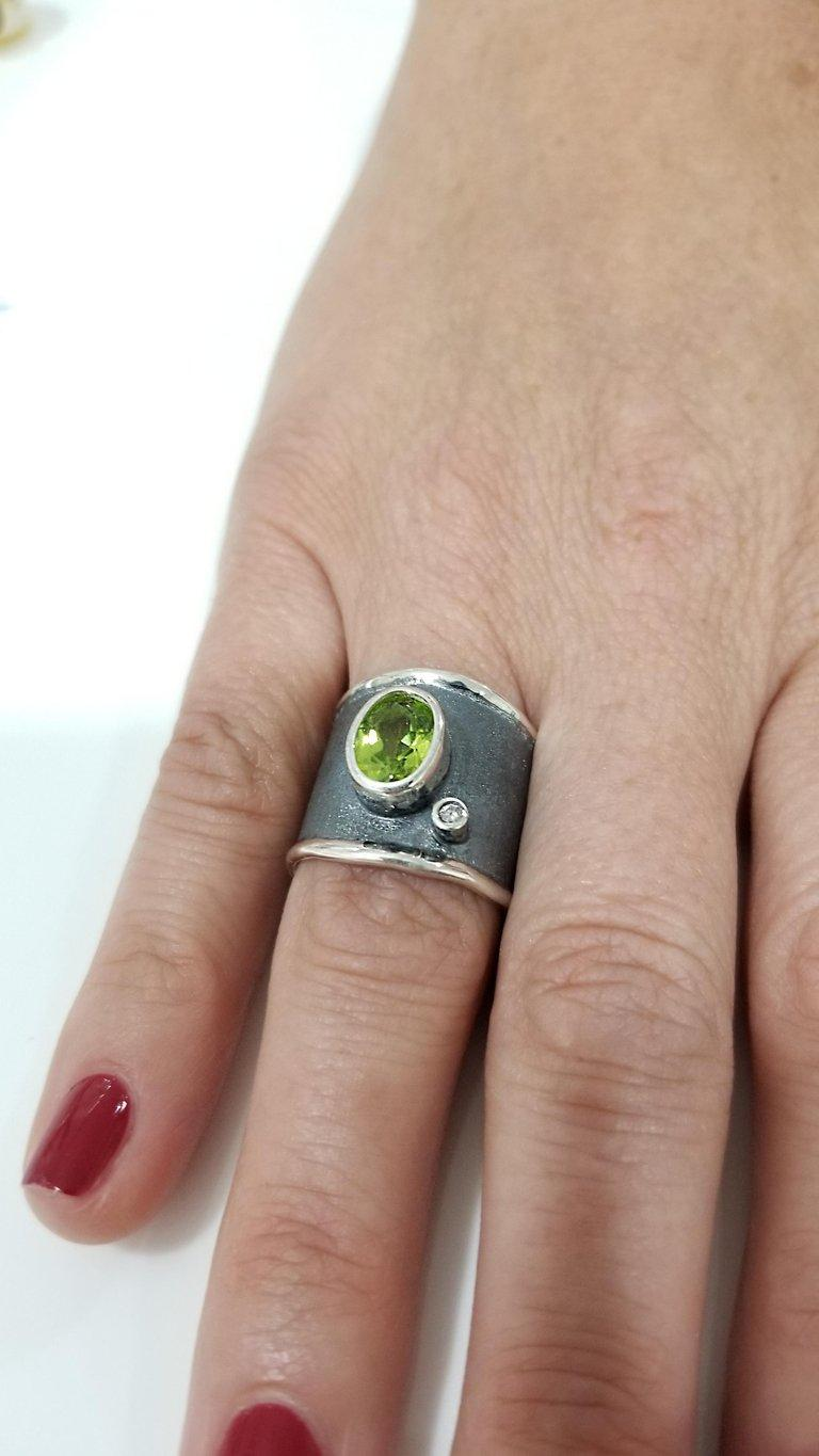 Yianni Creations 1.35 Carat Peridot and Diamond Fine Silver and Rhodium Ring For Sale 1