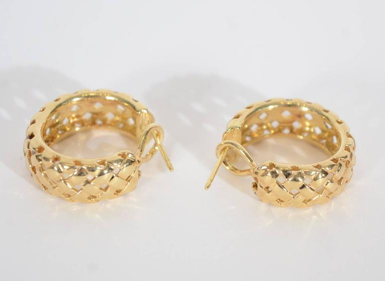Yellow Gold Vannerie Basketweave Earrings In Excellent Condition For Darnestown