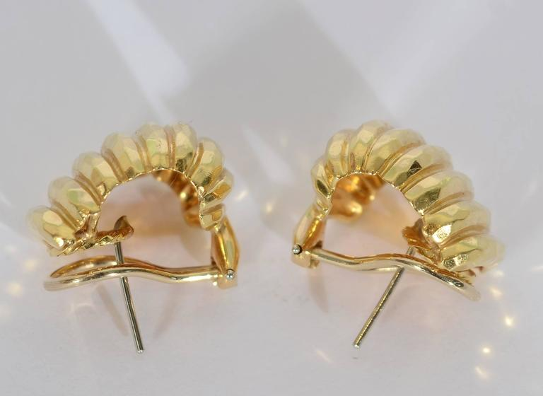Henry Dunay Gold Ribbed Earrings In Excellent Condition For Sale In Darnestown, MD