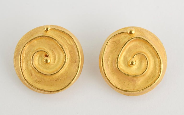 Denise Roberge Gold Button Earrings with Coiled Design In Excellent Condition For Sale In Darnestown, MD
