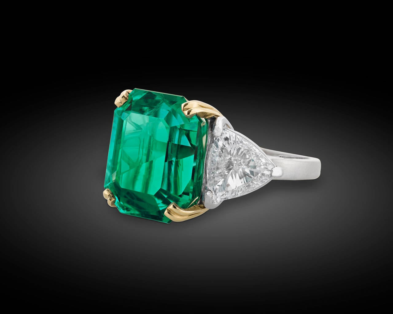Colombian Emerald Diamond gold Cocktail Ring 3